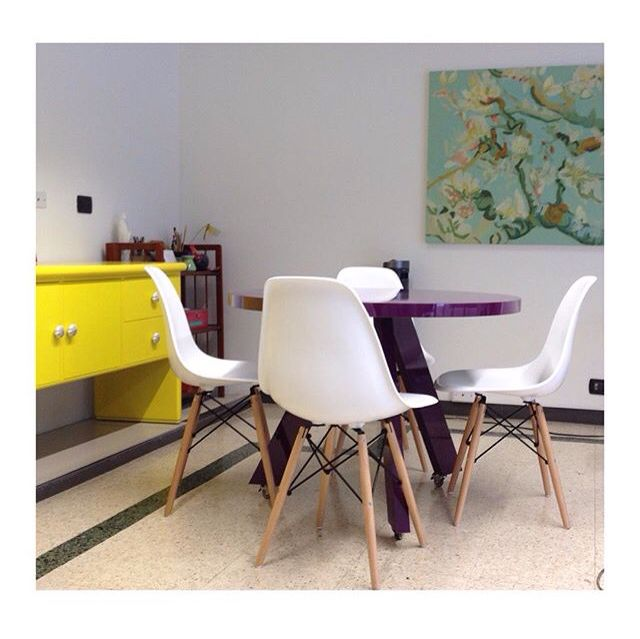 Llenamos de color la oficina de una de nuestras clientes. #denken #furnituredesign #diseñodemuebles #bogotá #color #offices #office #amarillo #yellow #burgundy #morado
