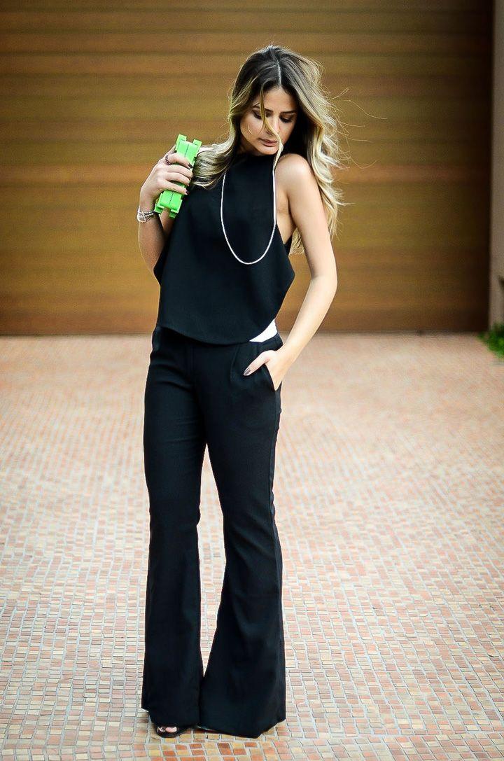 Thassia Naves com flare e blusa preta básico e chique.