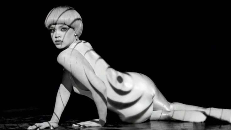 Rihanna Gets Sexy With Projection Mapping