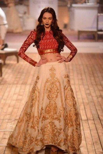 Monisha Jaising's collection at Amazon India Couture Week 2015