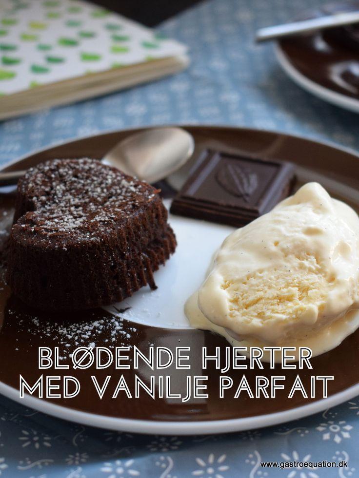 Et lunt blødende chokoladehjerte med en blød og lækker vanilje is som sidevogn. Det lyder bestemt ikke dårligt vel? Vi er i hvert fald rigtig glade for den herhjemme.