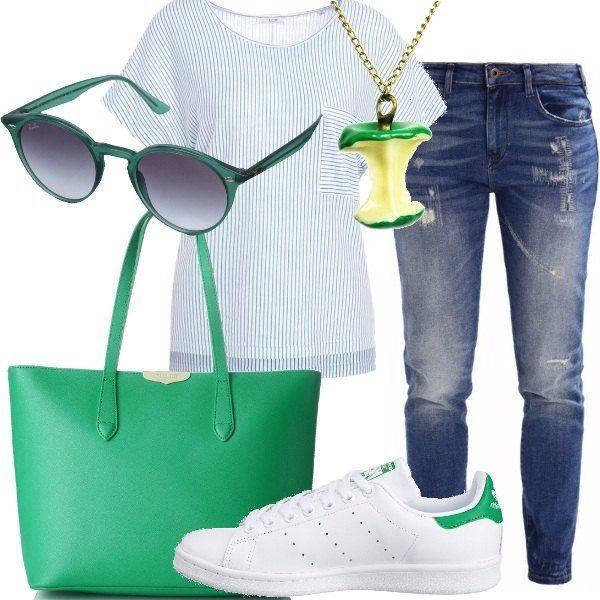 Jeans+modello+slim+fit+a+vita+normale,+abbinati+ad+una+t.shirt+bianca+con+stampa+a+righe,+scollo+tondo+e+maniche+corte+e+ad+un+paio+di+sneakers+basse+Stan+Smith+bianche+e+verdi.+Shopping+bag+verde,+con+chiusura+con+cerniera,+collana+con+ciondolo+a+mela+morsicata+di+colore+verde+ed+occhiali+da+sole+con+montatura+verde+della+Ray-Ban.