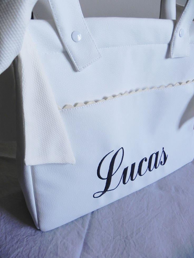 Bolso panera personalizado en negro y con grandes prestaciones.