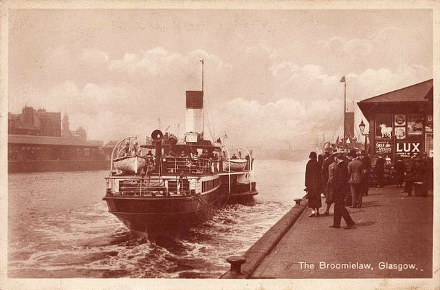 The Broomielaw, Glasgow.    Paddle steamer heading out from the Broomielaw and down the river Clyde.