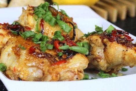 Kurczak Miodowo-Cytrynowy - Przepis pochodzący z kuchni tajskiej. Sam kurczak rozpływa się w ustach, ma słodko-pikantny smak oraz aromat imbiru, czosnku i cytryny. Smakowało? Nie zapomnij skomentować:)