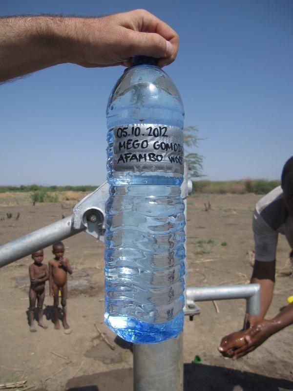 La cobertura de agua potable en la Woreda de Asayita, es muy baja ya que las instalaciones de agua tienen más de 45 años y actualmente es imposible encontrar repuestos o están severamente dañadas. El proyecto de rehabilitación por AMIGOS DE SILVA consiste en la sustitución de los generadores y bombas sumergibles y reparación de las instalaciones de distribución por fuentes comunes.