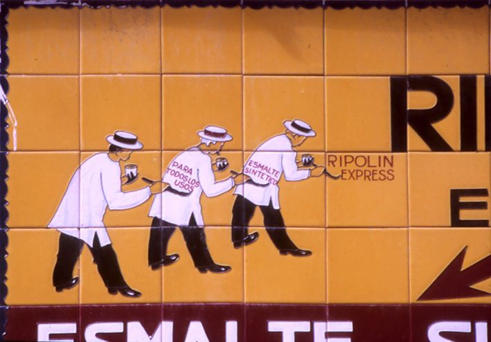 """Enrajolat publicitari a Maó, Menorca. Pintures """"RIPOLIN"""""""