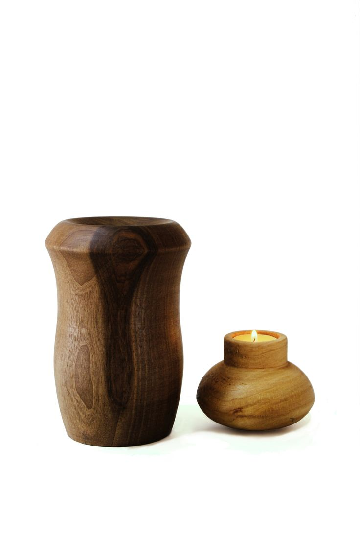 All of craft object has never been so stylish until now. However, this craft object that is two products in a row demonstrates us the greatness of nature and the reality of human nature. This is just not a vase but also a candle holder.
