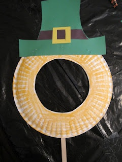 Paper plate Leprechaun mask for St. Patrick's Day. We made a simple hat and cut hair stripes. so cute- and kinder appropriate- what we should be doing all the time !!