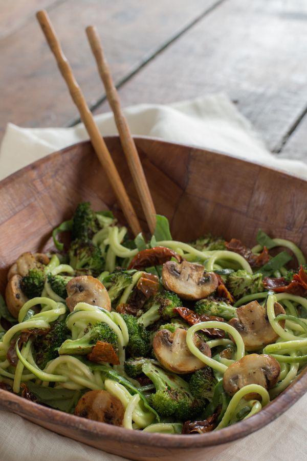 Juliana con Sal | Blog de Cocina : Espaguetis de calabacín con pesto de aguacate.