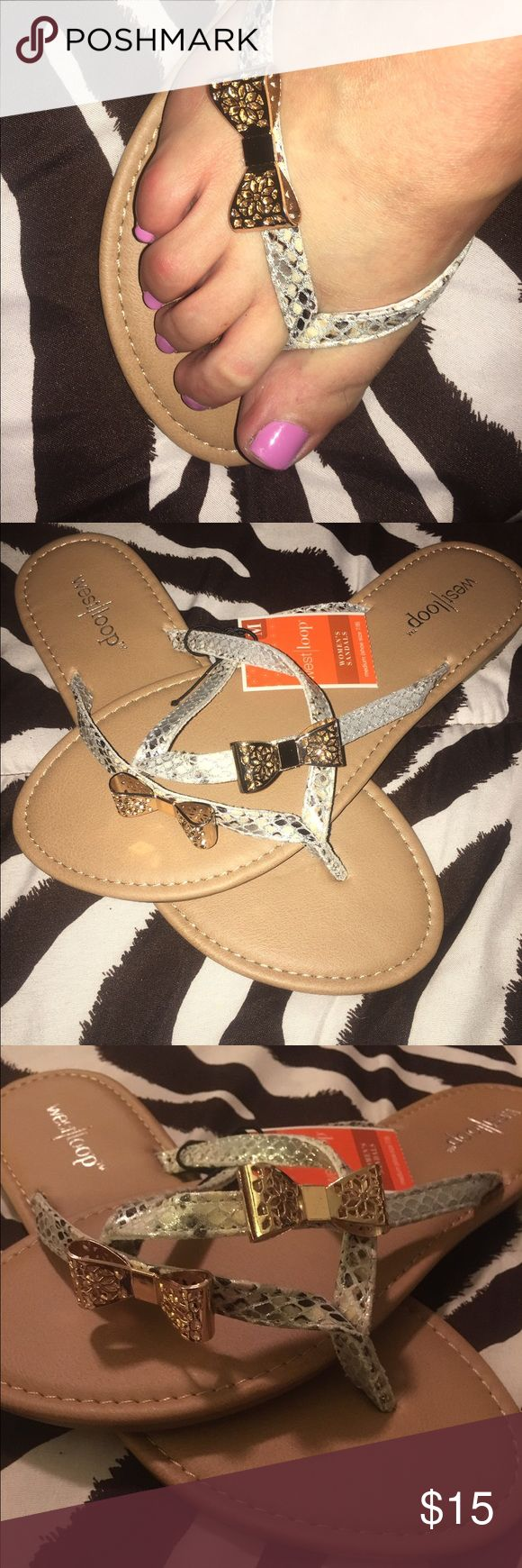 Size Medium 7/8 Dressy Sandals w/Bows Adorable Gold Bows set these sandals a step ahead of the rest. Dressy or Casual Shoes Sandals