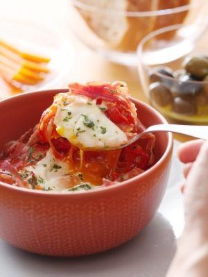 「フラメンカエッグ」玉ねぎパプリカをじっくり炒めて甘みを引き出し、優しい味のトマト煮込みに♪とろーり半熟卵をからめていただきます♪【楽天レシピ】