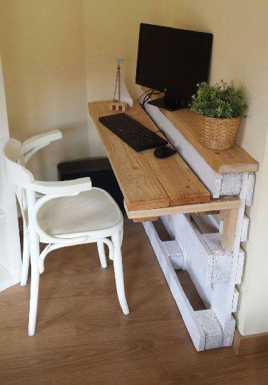 Meuble bureau en palettes dans petit appartement