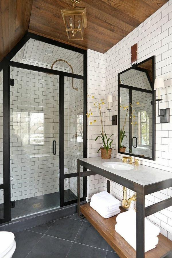 salle d'eau avec murs en blanc
