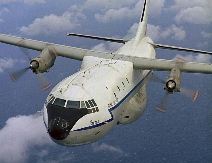On LSS at Brize Norton we looked after the Belfast as well as the VC10s. Even though I was a VC10 specialist I sometimes had to work on this aircraft, but it is not exactly one of my favorites.