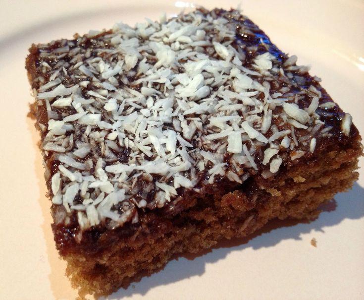 Kärt barn har många namn heter det, och så är det verkligen med denna kaka. Mockarutor, snoddas eller kokosrutor är några. Själv kallar ja...