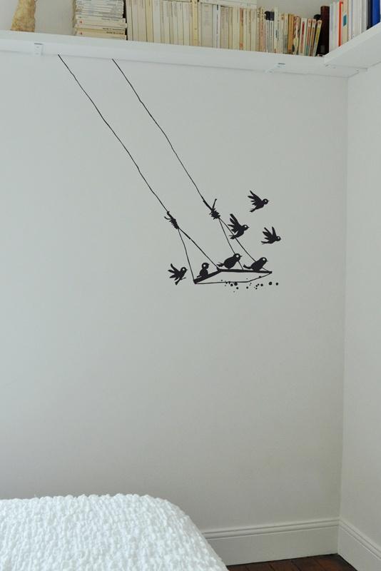 Poetic Wall by Mel et Kio studio le Prédeau- Sticker dessin Stickettes © Sticker mural oiseau Le Pré d'Eau- Balançoire 97x91 cm
