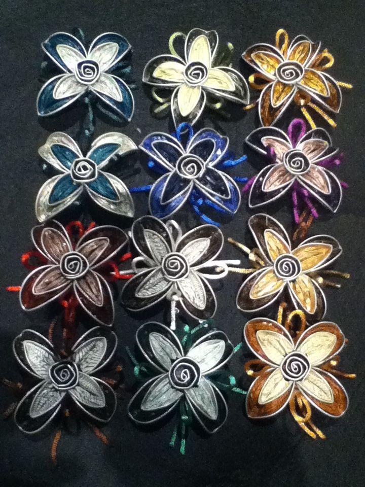 broches en forma de flor realizadas con c psulas flores broches pinterest. Black Bedroom Furniture Sets. Home Design Ideas