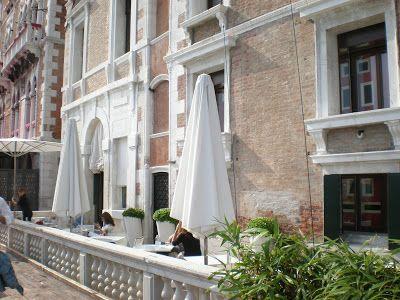 """Venezia: la terrazza della caffetteria """"L'ombra del Leone"""""""