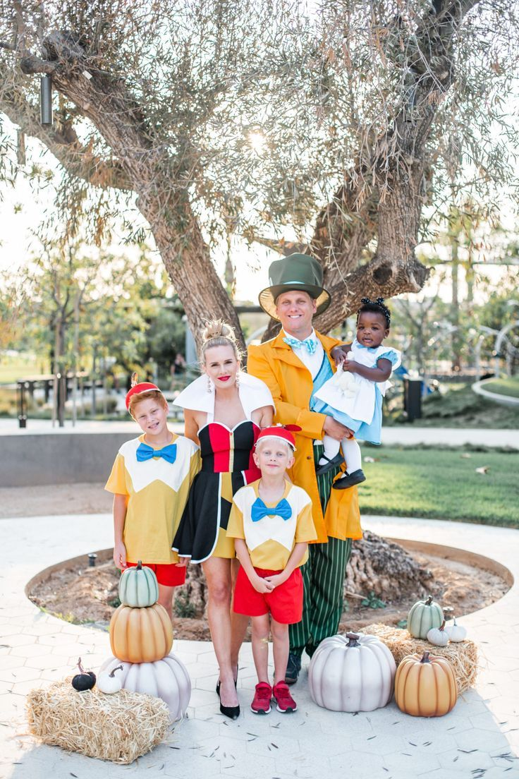 Our Alice in Wonderland Family Halloween Costume