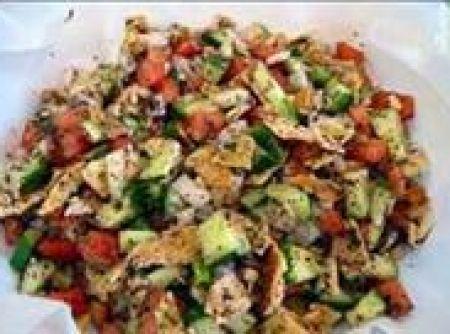 Fatuch (Salada árabe com pão Sírio)