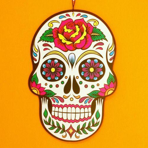 No começo do mês de Novembro os mexicanos celebram o Dia dos Mortos. É uma das festas mexicanas mais animadas pois segundo dizem os mortos vêm visitar seus parentes. Ela é festejada com comida bolos festa música e doces preferidos dos mortos os preferidos das crianças são as caveirinhas de açúcar. Segundo a crença popular nos dias 1 e 2 chamados de Días de Muertos os mortos têm permissão divina para visitar parentes e amigos. Por isso as pessoas enfeitam suas casas com flores velas e…