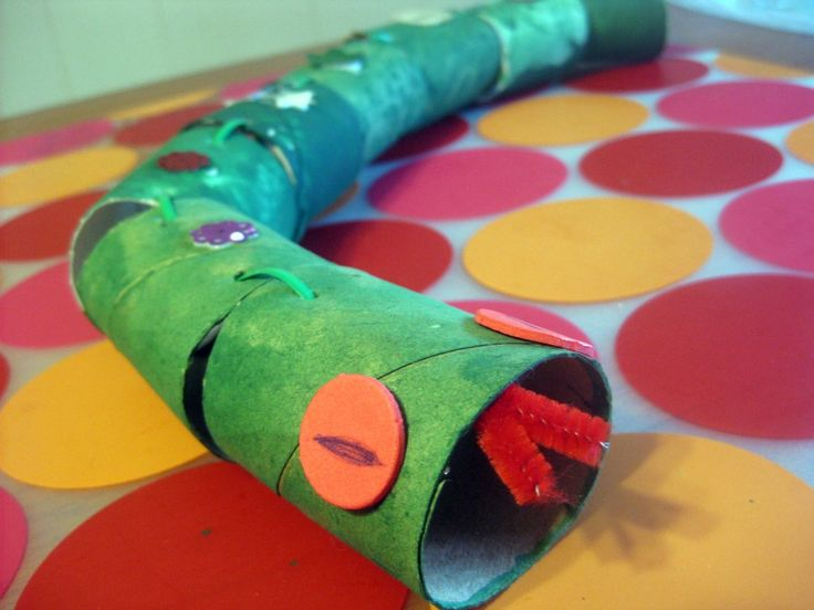 Toilet paper tube snake never do this pain in the for Waste paper craft for kids