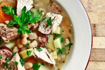 Zupa fasolowa - fasolówka | Przepisy kulinarne - Codogara.pl | Bean soup http://www.codogara.pl/10257/zupa-fasolowa/