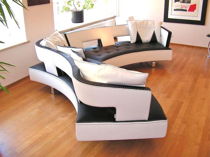 deze rondzit is met meer dan 30 modules als fauteuil, rechte- en gebogen bank, tot en met grote rondzit te plaatsen. in meerder kleuren/ materialen en combinaties daarvan leverbaar. Kulowany interieur in Hoensbroek