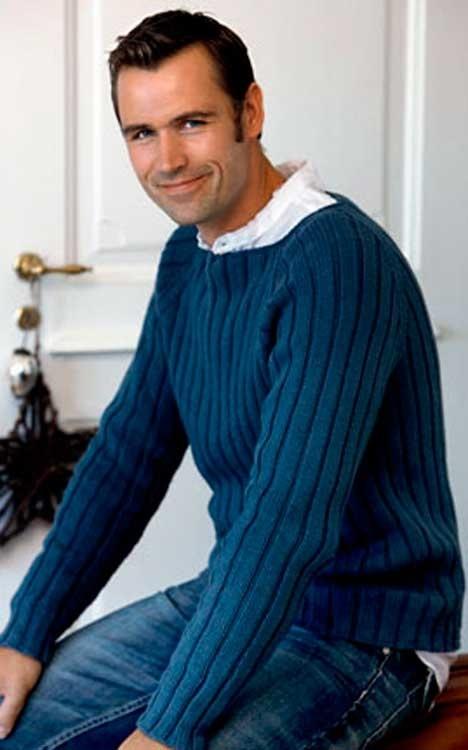 Herresweater i rib  http://www.hendesverden.dk/handarbejde/strik/Strik-til-manden-Herrer-sweater-i-rib/