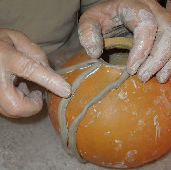 September2014 Arizona Gourds Newsletter...in this one she tells about the kind of clay to use on gourds