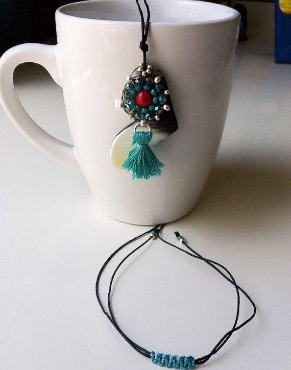 Cuerno y borla colgante, collar  Horn and Tassel pendant Necklace