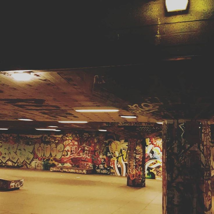 Urban mood. . . . #southbank #skate #skatepark #urban #city #London #londonreviewed #thisislondon #londonbynight #travel