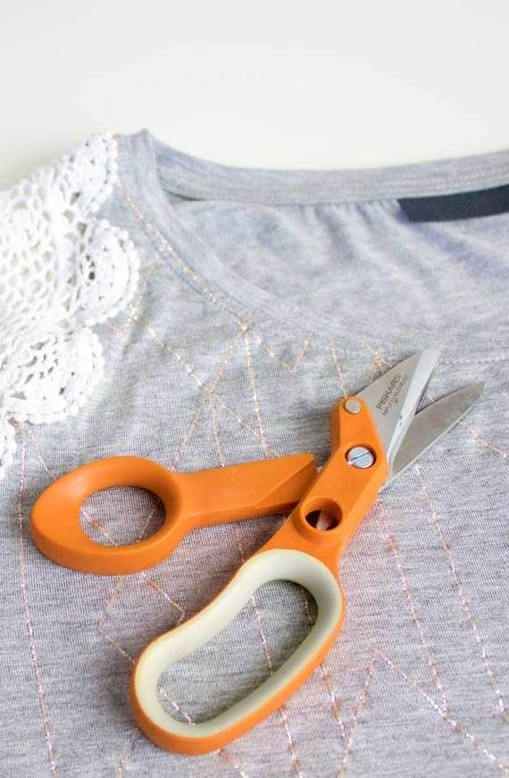 Beginning seamstresses, we think you'll love this diy fashion tutorial. All you need is a shirt, doily and needle and thread to upcycle the outfit.