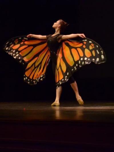"""La última parte del bloque dos estuvo a cargo de Gwynedd Vetter-Drush quien presentó """"La Danza de la Vida"""", un performance dedicado a la mariposa monarca."""