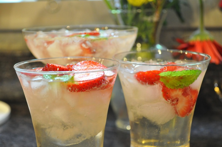 White champagne sangriaSangria Lindsay, White Sangria, Cavas Sangria, Champagne Sangria, Perfect, Food Recipe, Drinks Recipe, Food Drinks