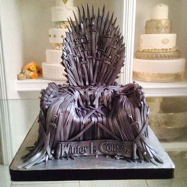 The Iron Throne ... Hoy es Domingo de #GOT #nofilter #fuckingawesomecake #cake #cakeart #throne #ironthrone #fondant #delicatessepostres #gotfans #cakespanama #fiestaspanama #birthdaycake #birthday www.delicatessepostres.com