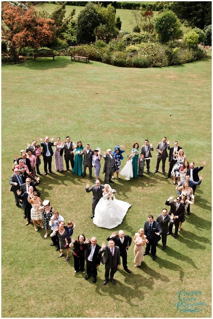 Gruppenfoto, Brautbräutigam und Gäste c/o jener Hochzeit im alten Herrenhaus v