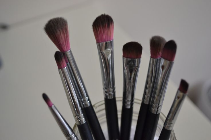 Great Make-up Tips! Winged-eyeliner, smokey eyes, contouring, and more!