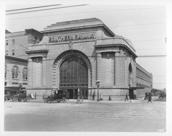 The station served the Southern Railway's subsidiaries, the New Orleans and Northeastern Railroad Company and the New Orleans Terminal Company.