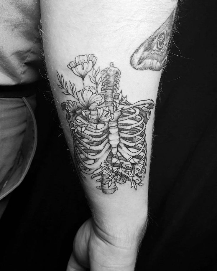 ☠️🌿flower skeleton torso🌿☠️ custom work from yesterday ✨ #tattoo…   – Your Body is a Stained Glass Window