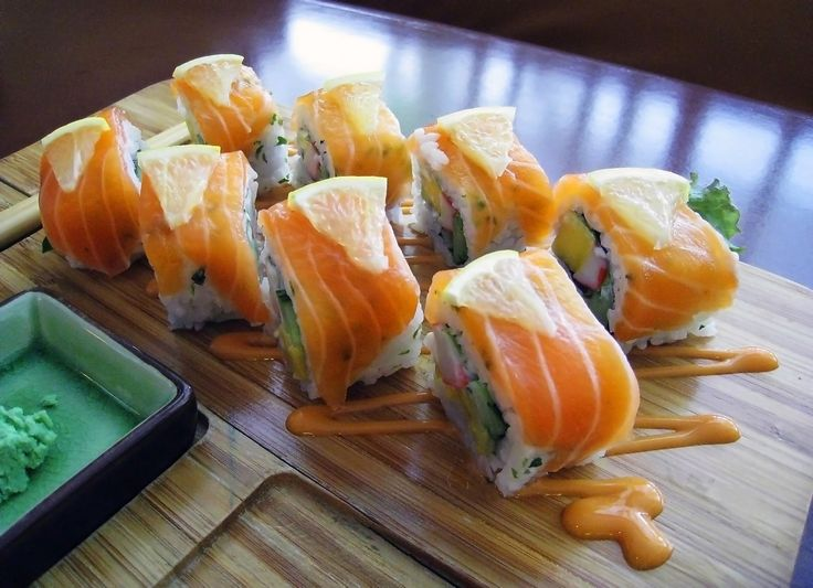 Norwegian Roll Salmon Sushi, uramakizushi topped with Norway salmon, lemon and mayonnaise at Million Dollar Japanese Restaurant, Pasar Festival Kuningan, Jakarta, Indonesia.