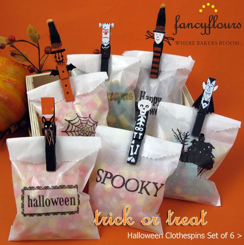 Cute Halloween goodie bags with decorated clothespins. Great for school party!