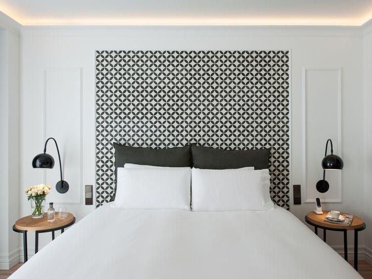 iluminacin indirecta sobre molduras exquisitas luminarias sobre mesillas hotel the serras