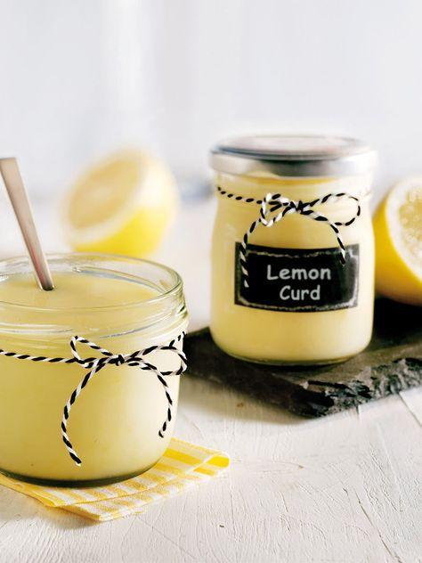 Der Aufstrich aus Zitronensaft, Butter und Sahne schmeckt frisch und ist in dieser Variante ganz leicht gemacht – ohne Ei und ohne zu kochen! #LemonCurd #Aufstrich #Rezept #Ostern #Brunch