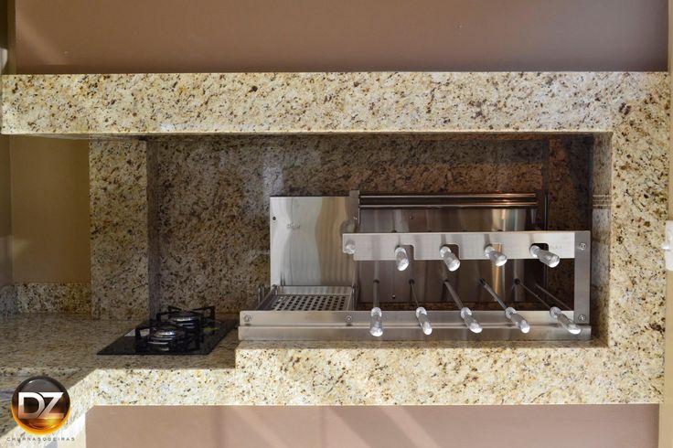 Churrasqueira rotativa 09 espetos kafer + Descanso suspenso para espetos prontos + Grelha vazada na lateral + Cabos de alumínio injetado