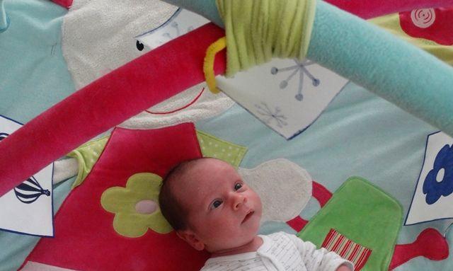 Kontraszt kártyák - így fejlesztheted kisbabád figyelmét és látását egy…