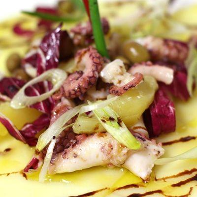 Insalata di polpo, patate, olive e radicchio