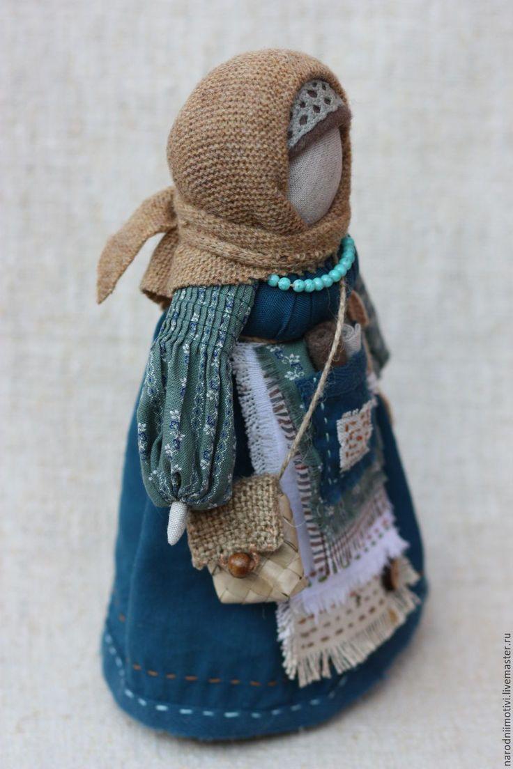 Купить или заказать Народная кукла Успешница(бирюзовый, серый, бежевый) в интернет магазине на Ярмарке Мастеров. С доставкой по России и СНГ. Срок изготовления: 3 дня. Материалы: лён, хлопок 100%, шерсть, бусины,…. Размер: 23-25см