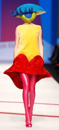 mil09-10_1  Surreal Fashion: Agatha Ruiz de la Prada  www.AustralianPerfumeJunkies.com